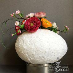 Easter 'broken' egg by Taart en Deco