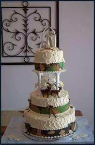 camo wedding cake--