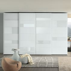 Virtual wardrobe with sliding doors and elements in relief made of white matt lacquer and white glossy lacquered glass