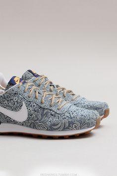 Nike wmns Internationalist Liberty QS (Blue Recall / White - Atomic Mango - Medium Brown)
