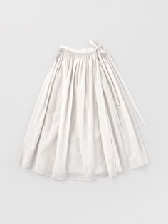 ARTS&SCIENCE - COLLECTION I am in love with this skirt.amazing how a simple design, sumptuously crafted in a soft quiet color.speaks VOLUMES of power and love. Hijab Fashion, Fashion Outfits, Womens Fashion, Textiles, Simple Outfits, Cute Outfits, Dress Skirt, Dress Up, Minimal Fashion