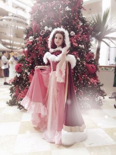 Shared by toughtink. Winter Belle cosplay by toughtink cosplay Belle Cosplay, Disney Cosplay, Anime Cosplay, Epic Cosplay, Amazing Cosplay, Cosplay Outfits, Robes Disney, Disney Princess Costumes, Disney Dresses