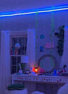 Indie Room Decor, Cute Bedroom Decor, Aesthetic Room Decor, Room Ideas Bedroom, Bedroom Inspo, Chill Room, Neon Room, Retro Room, Tumblr Rooms