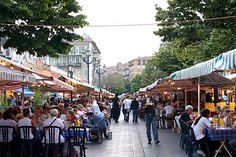 Cours Saleya, Nice France  http://www.bugbog.com/images/main/france_pictures/French-food-Cours-Saleya-Nice.jpg