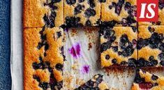 Marjapiirakat kuuluvat kesään. Tämä ohje onnistuu varmasti pienessä mökkikeittiössäkin. Martini, Desserts, Painting, Food, Tailgate Desserts, Deserts, Painting Art, Essen, Dessert