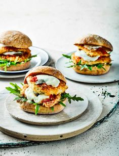 Then you'll love our simple chicken parmesan burgers. Stacked with oozy melted mozzarella, these easy burgers will put a smile on everyone's face Easy Chicken Burger Recipe, Chicken Parm Burger, Chicken Parmesan Recipes, Breaded Chicken, Burger Recipes, Chicken Sandwich, Mozzarella, Falafels, Hamburgers