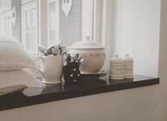 Door het keukenraam #kitchen #window #blackandwhite #rivieramaison #wit #white #home