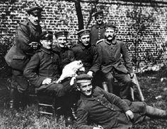 Adolf Hitler tijdens 1e WO rechts boven