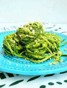Ten łatwy w wykonaniu przepis podbija serca miłośników zielonych warzyw. Makaron z cukinii świetnie sprawdzi się jako szybki i smaczny obiad. Gluten Free Recipes, Healthy Recipes, Vegan Cafe, Food Swap, Pasta, Seaweed Salad, Food And Drink, Healthy Eating, Cooking Recipes