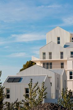 Idea Ginko - 93 multi-family housing units by marjan hessamfar & joe verons architectes associes in Bordeaux, France Building Exterior, Building A House, Habitat Collectif, Townhouse Exterior, Architecture Résidentielle, Arch House, Social Housing, Pent House, Apartments