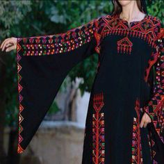 .Palestine Afghan Clothes, Afghan Dresses, Boho Gypsy, Balochi Dress, Skater Dress, Hijab Stile, Party Kleidung, Palestinian Embroidery, Textiles