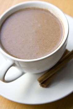 Step-by-step instructions how to make champurrado, a Mexican chocolate-flavored atole. Mexican Drinks, Mexican Dishes, Mexican Food Recipes, Spanish Recipes, Drink Recipes, Yummy Recipes, Snack Recipes, How To Make Champurrado, Champurrado Recipe