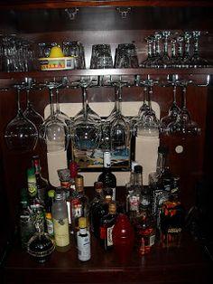 https://i.pinimg.com/236x/88/86/69/888669ce3ea22fad31ab4f5c5c2561c5--armoire-bar-diy-bar.jpg