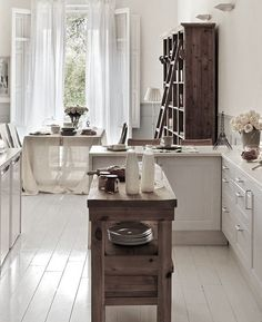 Movable table island for kitchen Cozinha Shabby Chic, Shabby Chic Kitchen, Shabby Chic Style, Kitchen Dining, Kitchen Decor, Kitchen Island, Island Table, Mini Kitchen, Sweet Home