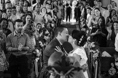 #camilaejoel2015 #wedding #weddingphotography #weddingphotojournalism #fotojornalismo #casamento #beijo #kiss #noivos #novios #bride #groom #igreja #matrimonio #love
