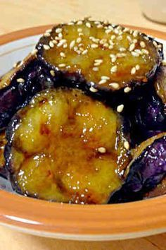 (Y-YES! take a while to fry - should be single layer)(2〜3人分) ナス3本 片栗粉適量 ※醤油大2 ※みりん、砂糖各大1 Asian Recipes, Beef Recipes, Cooking Recipes, Healthy Recipes, Healthy Comfort Food, Healthy Eating Tips, Cafe Food, No Cook Meals, Vegetable Recipes
