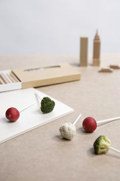 eco-friendly food packaging - A clever and eco-friendly food packaging project is on its way into the market. Michal Marka, a designer from Ruzemborok, Slovakia, has designed th. Tapas, Vegetable Design, Brunch, Spanish Design, Food Concept, Food Decoration, Play Food, Food Packaging, Everyday Food