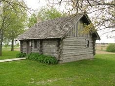 Cabin replica in Pepin, Wisconsin--birth place of Laura Ingalls Wilder Laura Ingalls Wilder, Pepin Wisconsin, History Of Literature, Wisconsin Vacation, Ingalls Family, Cabins And Cottages, Log Cabins, Cute Cottage, Stay At Home Mom