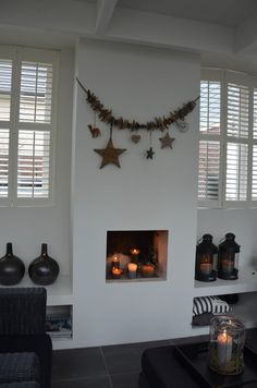 winter home decor My Living Room, Home And Living, Living Room Decor, Winter Home Decor, Winter House, Fireplace Mantle, Fireplace Design, Medan, Cozy Christmas