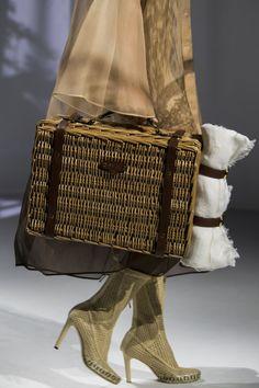 Fashion Bags, Fashion Show, Milan Fashion, High Fashion, Fashion Trends, Classic Handbags, Fendi Bags, Best Bags, Handbag Accessories