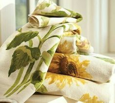 I have a sunflower bathroom and I need these towels. I'll wait for the sale. Sunflower Patch, Sunflower Garden, Sunflower Fields, Modern Outdoor Furniture, Home Furniture, Sunflower Bathroom, Yellow Cottage, Watercolor Sunflower, Upstairs Bathrooms
