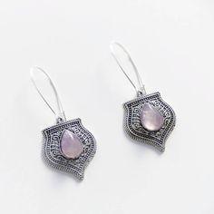 «Nouveauté!  Boucles d'oreille ethniques avec jolies pierres  fines d'améthyste... Une variante pour aller le joli sautoir assorti que je vous ai présenté…»
