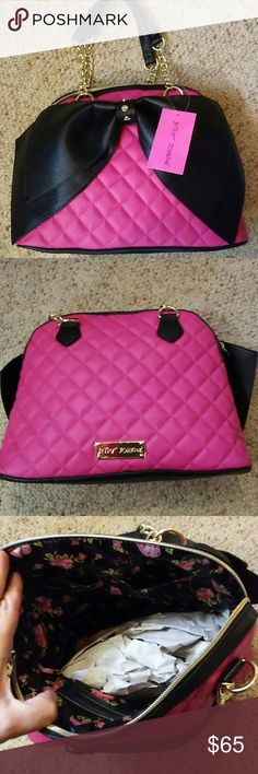 BETSY JOHNSON PINK BOW BAG BETSY JOHNSON PINK BOW BAG STILL HAS TAGS ON IT WEEKEND DEAL I HAVEV2 ONE FOR ME AND ONE FOR YOU PRICE FIRM UNLESS BUNDLED SORRY NO TRADES BETSY JOHNSON Bags Satchels