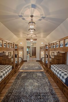This bunk room, decorated with modern farmhouse style, ensures there's plenty of room for everyone in this lakeside log home. House Design, Log Home Bedroom, Modern Lake House, House Rooms, House, Log Homes, Cabin Homes, Lake House Interior, Cabin Rooms