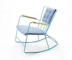 Le très beau mobilier d'après-guerre du designer anglais Ernest Race réédité et paré de teintes pop pour le Salon du Meuble de Milan de 2011...