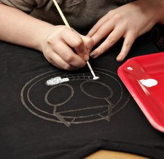 Screen Printing your own T shirts with Freezer Paper
