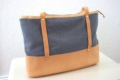 *Große Schultertasche aus Stoff und Naturleder* von MICOU auf DaWanda.com