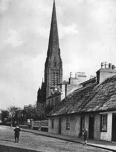Tour Scotland Photographs: Old photographs of thatched cottages and North Parish Church in Girvan in South Ayrshire, Scotland.