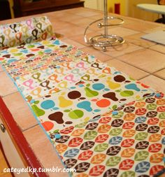 How to Make Reusable, Washable Cloth Unpaper Towels (Diy Paper Towel) Paper Towel Crafts, Fabric Crafts, Sewing Crafts, Sewing Projects, Diy Projects, Cloth Paper Towels, Paper Towel Rolls, Paper Craft, Sustainable Living