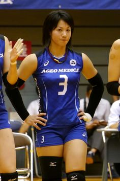 Female Volleyball Players, Women Volleyball, Volleyball Shorts, Pinterest Girls, Beautiful Athletes, Volleyball Pictures, Sporty Girls, Sexy Older Women, Athletic Women