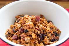 Granola selber machen ist ganz einfach und ist eine amerikanische Abwandlung unseres Müsli.