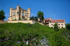 12790332-hohenschwangue-is-a-19th-century-castle-in-southern-germany-it-was-the-childhood-residence-of-king-l.jpg (400×267)