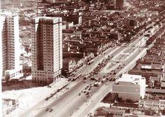 Fotos antigas do Rio de Janeiro - Page 5 - SkyscraperCity  Praça XI – 1950  O Famoso Edifício (Balança, mas não cai), imortalizado num programa de rádio.