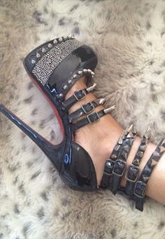 BLACK HIGH HEEL PLATFORM WITH SPIKES STUDS