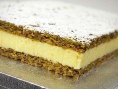 Una dacquoise ai pistacchi e una crema al limone. La dolcezza dei pistacchi… Italian Desserts, Italian Recipes, Gelato, Cheesecake, Dacquoise, Choux Pastry, Cake & Co, Burritos, Sweet Recipes