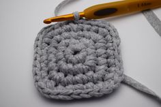 Gratis hækle opskrift på firkantet Ribbon kurve, Hæklede kurve i ribbon båndgarn. Smarte hæklede kurve, til opbevaring eller som skjuler. Merino Wool Blanket