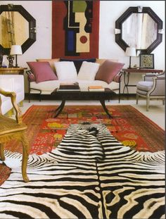 Love this layered look! Such a fabulous combination of a traditional and graphic asymmetrical rug together!