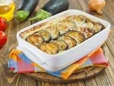 Dieser vegetarische Auflauf aus Auberginen, Tomaten und Mozzarella schmeckt sogar den hartgesottenen Gemüse-Muffeln: Wenn der würzige Duft nach Knoblauch und Kräutern aus der Küche durch die Wohnung zieht, finden sich alle wie von Zauberhand am Esstisch ein. http://www.fuersie.de/kochen/rezeptideen/artikel/rezept-auberginenauflauf