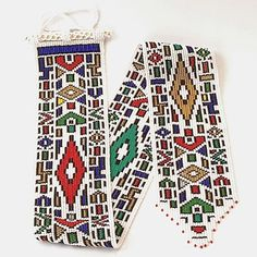 Ndebele beadwork - The northern Ndebele are a nation and ethnic group in Southern Africa. Brick Patterns, Bead Loom Patterns, Beading Patterns, Indian Patterns, Tribal Patterns, African Beads, African Art, South African Design, Beaded Cross Stitch