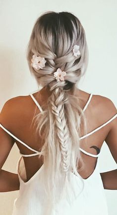 I WISH I could do my hair like this!!!