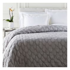 Melissa Quilt in Light Grey from The Well Appointed House Luxury Duvet Covers, Bed Duvet Covers, Luxury Bedding, Modern Bedding, Transitional Living Rooms, Transitional Decor, Transitional Kitchen, Online Shopping, Grey Quilt