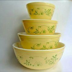 Vintage Shenandoah Pyrex nesting bowls.