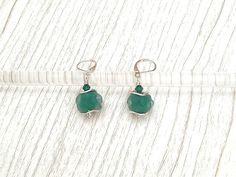 Boucles d'oreilles Argent 925 perles en verre de Murano filé au chalumeau vert émeraude-transparent dépoli : Boucles d'oreille par auverredoz