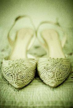 soutache in mint Vert Olive, Olive Green, Green Ash, Yves Saint Laurent, Pistachio Green, Summer Fashion Trends, Green Shoes, Spring Green, Green Fashion