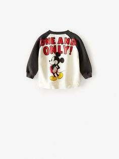 Round neck sweatshirt with long, contrast raglan sleeves. Featuring ribbed trims, an embroidered MICKEY MOUSE ©DISNEY motif on the front and a print on the back. Disney Sweatshirts, Boy Disney Shirts, Disney Boys, Mickey Mouse Sweatshirt, Baby Boy Fashion, Babies Fashion, Man Fashion, Zara United States, Kids Outfits