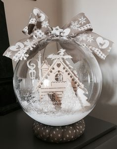 Shabby Chic Christmas Decorations, Christmas Crafts For Gifts, Christmas Ornaments To Make, Simple Christmas, Christmas Home, Craft Gifts, Christmas Cards, Xmas, Clear Ornaments